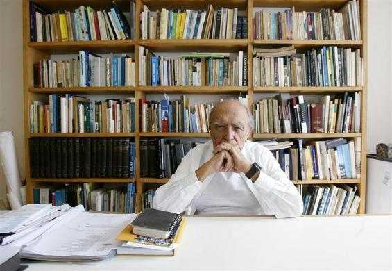 Brazilian architect, Oscar Niemeyer speaks at his office during an interview in Rio de Janeiro February 6, 2006. At 98, Niemeyer, whose modernist buildings and monuments are the centerpiece of Brazil's capital, still wants to surprise the world with new shapes of his beloved reinforced concrete. Picture taken on February 6, 2006. REUTERS/Bruno Domingos