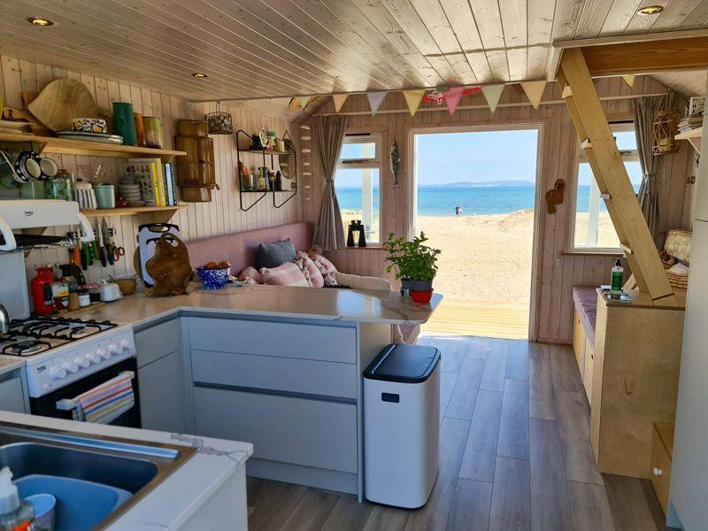 The £575,000 beach hut in the exclusive Mudeford Spit, Dorset. (SWNS)