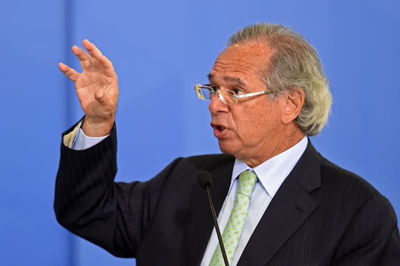 Documentos mostram que proposta original da reforma administrativa do ministro Paulo Guedes autorizava privatização das estatais (Photo by EVARISTO SA/AFP via Getty Images)