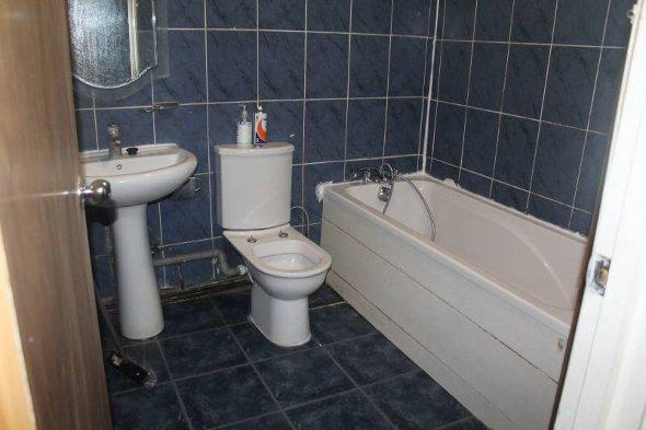 The bathroom of the tiled flat.