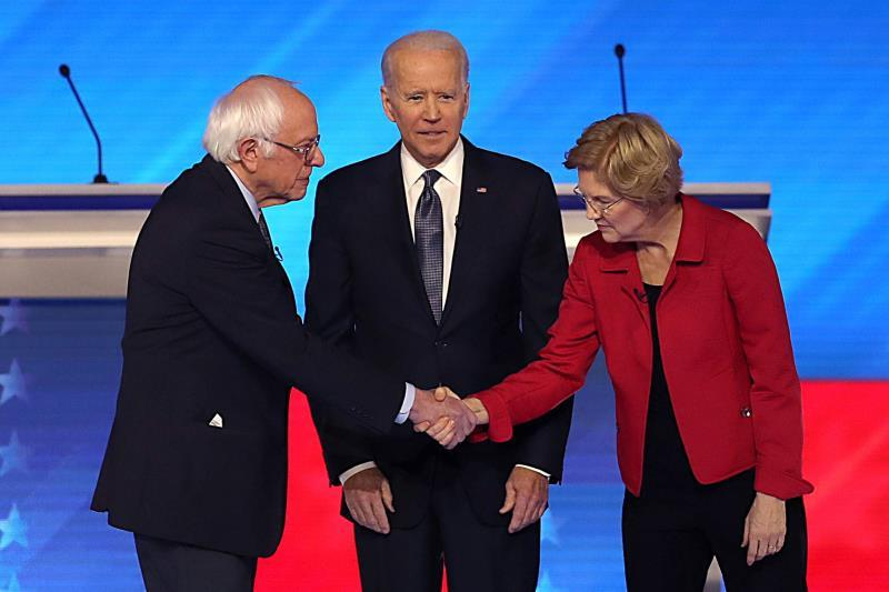 Vermont Senator Bernie Sanders, former US Vice President Joe Biden and Massachusetts Senator Elizabeth Warrren greet each other at the start of the Democratic Debate between seven Democratic candidates at St. Anselm College in Manchester, New Hampshire, USA, 07 February 2020. The first state primary in the United States presidential election will be held in New Hampshire on 11 February 2020. EFE/EPA/JOHN TLUMACKI
