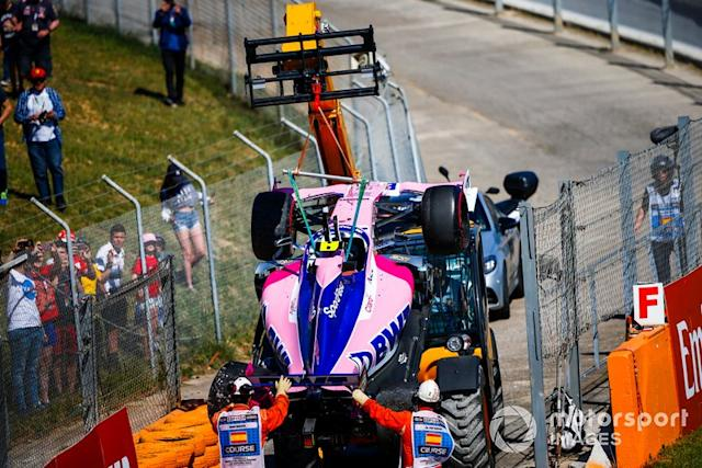 """Coche de Lance Stroll, Racing Point RP19, tras su accidente <span class=""""copyright"""">Andy Hone / Motorsport Images</span>"""