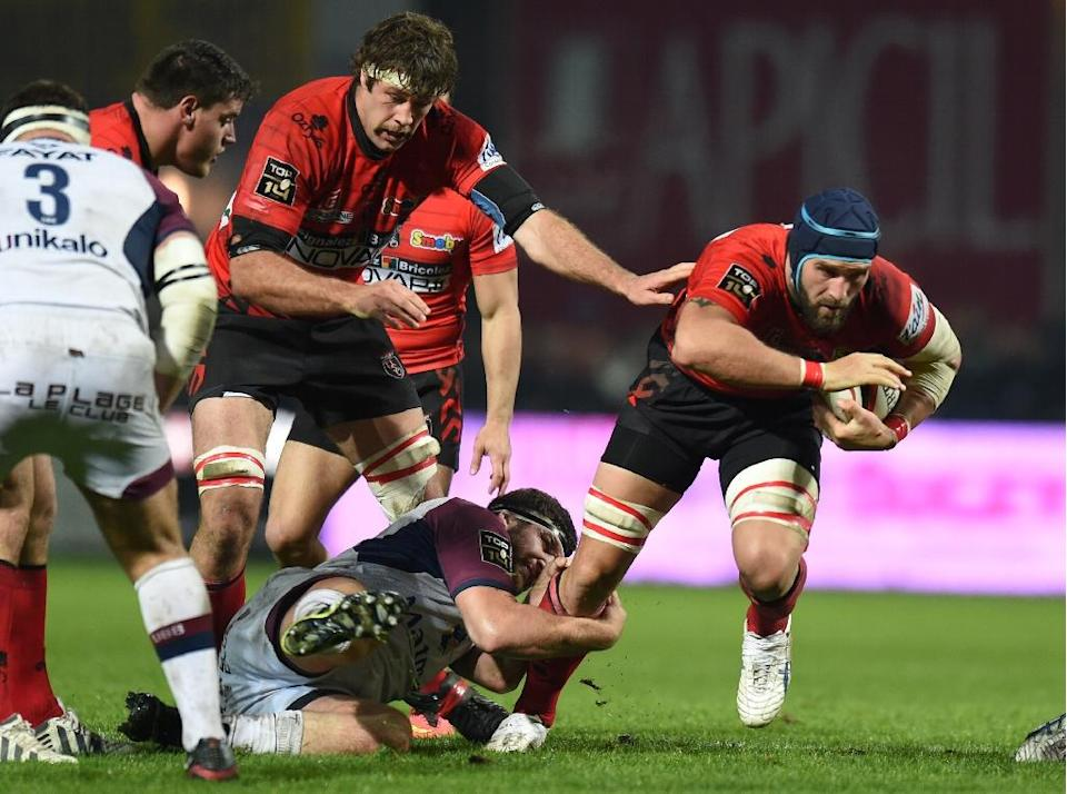 Oyonnax lock Valentin Ursache (R) will bring his experience of the elite French league to the Romanian World Cup squad (AFP Photo/Philippe Desmazes)