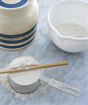 "<b>Chopsticks as Flour Leveler</b><p class=""caption"">Use a chop stick to easily  level flour in a measuring cup. Leave it in the flour canister and you  won't have to rummage for a clean knife.</p>"