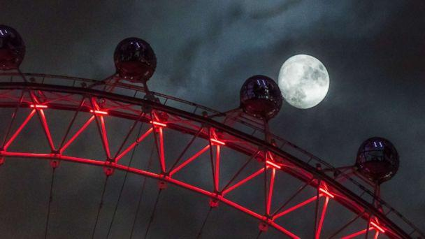 PHOTO: Seen from Downing Street, the moon rises behind the London Eye, Dec. 01, 2017 in London. (Paul Davey/Barcroft Media via Getty Images)