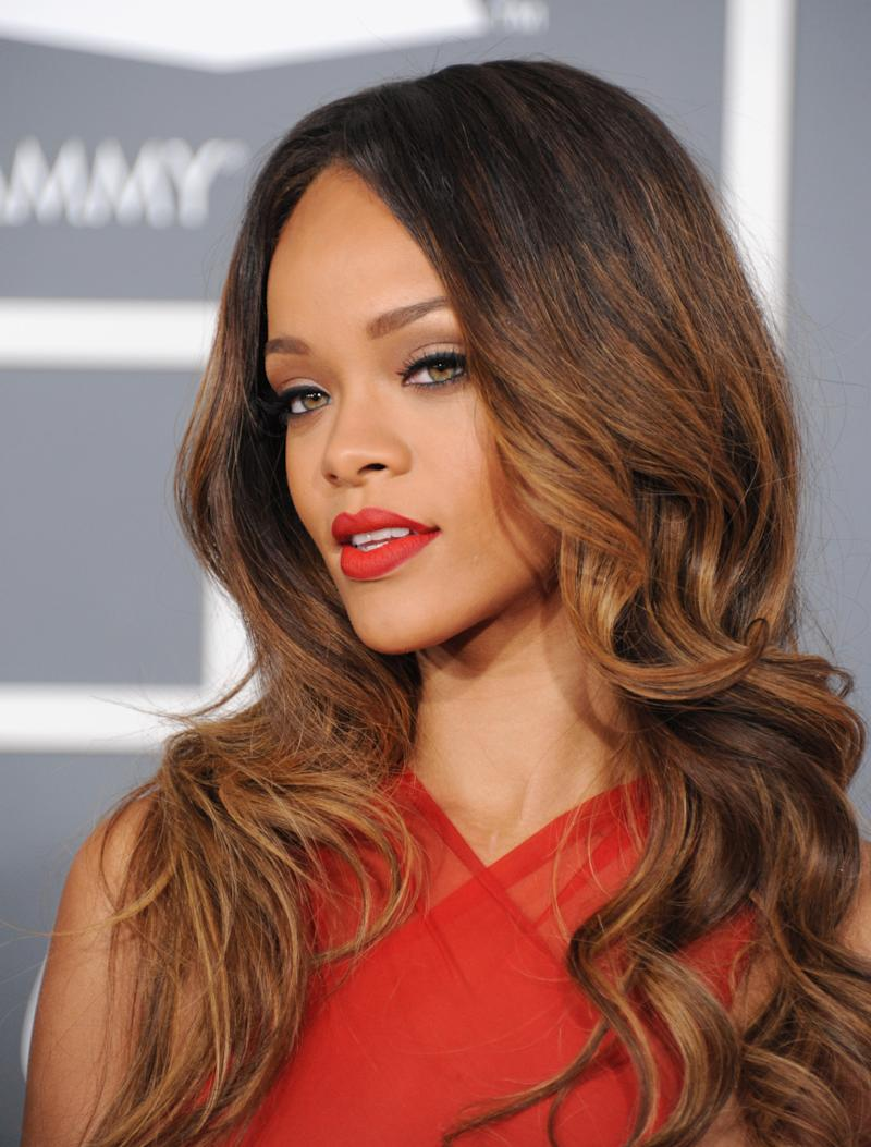 Flu, laryngitis causes Rihanna to cancel tour date