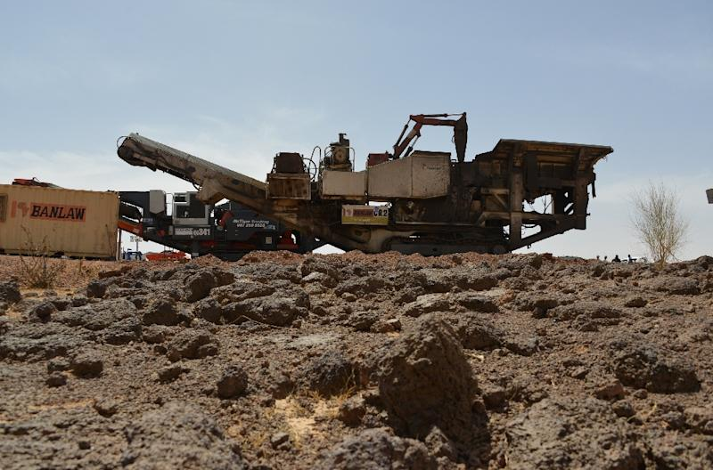 Machinery at the Tambao manganese mine, where five armed men kidnapped a Romanian mineworker (AFP Photo/Ahmed Ouoba)