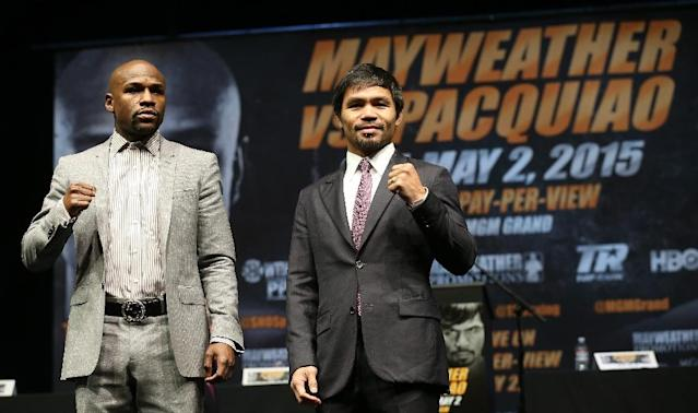Floyd Mayweather (L) and Manny Pacquiao pose together at the end of their press conference promoting their upcoming fight on March 11, 2015 in Los Angeles, California (AFP Photo/Stephen Dunn)