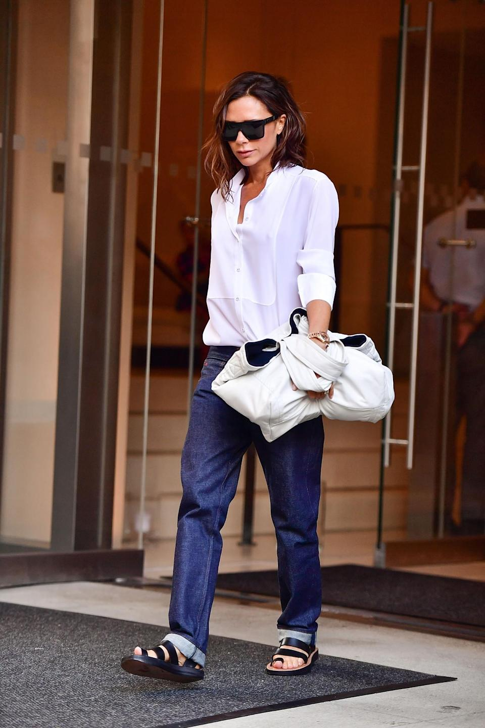 <p>Is it just us lusting after this scrunched up bag? Talk about arm candy. <em>[Photo: Getty]</em> </p>