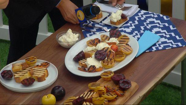 PHOTO: Alison Roman makes grilled stone fruit with slightly charred pound cake on 'GMA.' (ABC News)