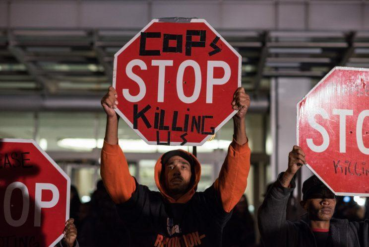 Two years after the death of 17-year-old police shooting victim Laquan McDonald, Chicagoans protest police violence. (Photo: Max Herman/NurPhoto via Getty Images)