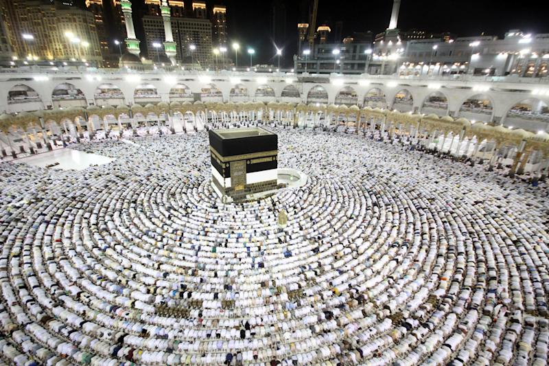 Muslim worshippers perform the evening prayers at the Kaaba, Islam's holiest shrine. (BANDAR ALDANDANI via Getty Images) (BANDAR ALDANDANI via Getty Images)