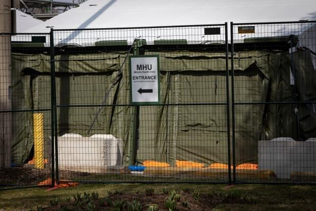 Contained in a series of green tents, supported by an alumimum frame, the 2,088-square-metre unit has 84 patient beds, with room to expand to 100 beds if needed.