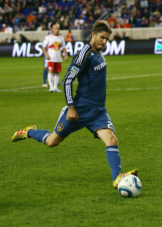 HARRISON, NJ - OCTOBER 04: David Beckham #23 of the Los Angeles Galaxy plays the ball against the New York Red Bulls during the game at Red Bull Arena on October 4, 2011 in Harrison, New Jersey.  (Photo by Andy Marlin/Getty Images)