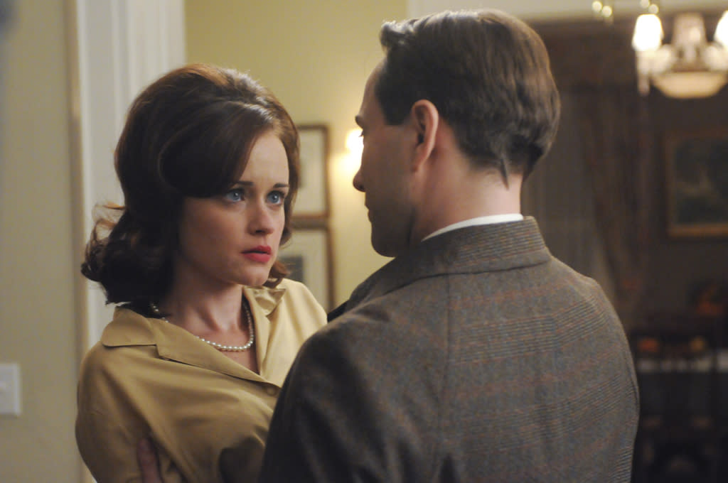 "<p class=""MsoPlainText""><p><b>Rory Gilmore Puts Out</b><br></p>  <p class=""MsoPlainText"">Of all the '90s and '00s throwback actors to appear on ""Mad Men,"" Alexis Bledel as a desperate housewife tops our list -- especially since she went on to stomp on pathetic Pete Campbell's heart. Besides their scandalous sex scene, our favorite Beth Dawes moment was when Pete surprised her by dropping in for some dinner and fake insurance talk with her none-the-wiser hubby.</p></p>"