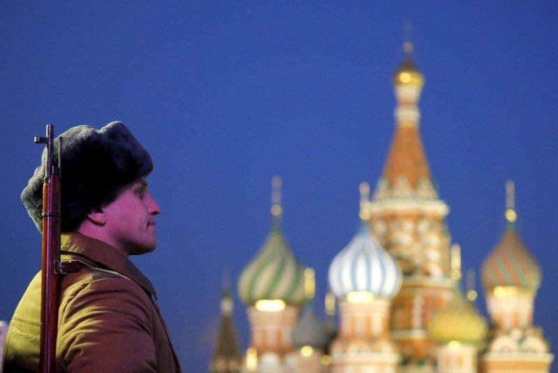 A Russian serviceman, dressed in historical uniform, takes part in a military parade rehearsal in front of St. Basil's Cathedral in Red Square in central Moscow, Russia, November 6, 2015. REUTERS/Maxim Shemetov