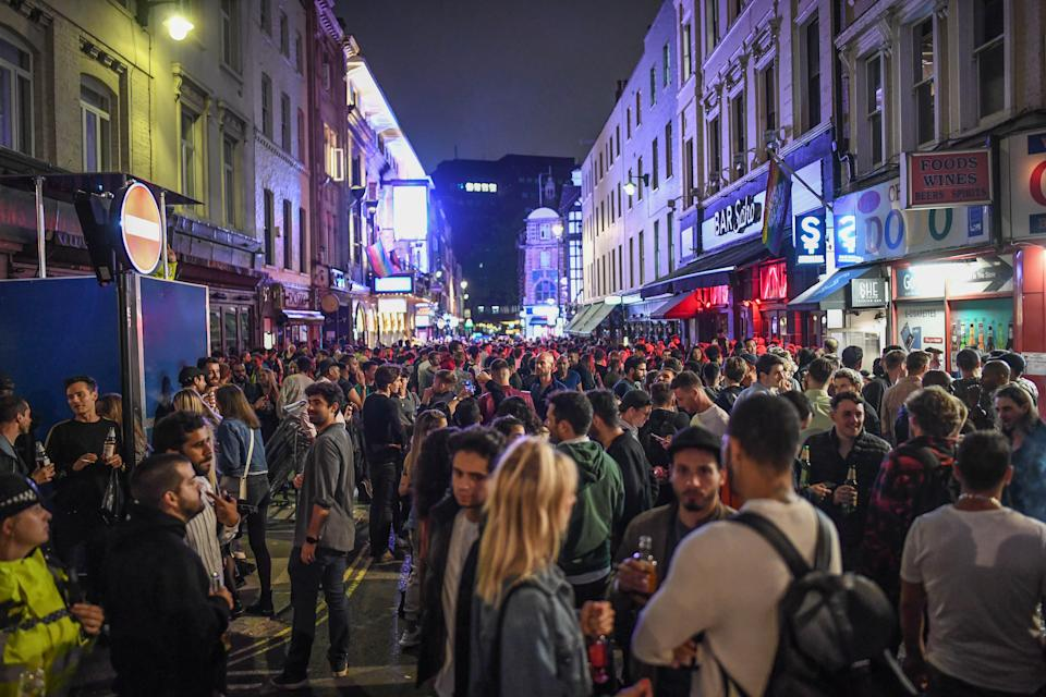 LONDON, ENGLAND - JULY 04: General view of crowds of people in Soho on July 4, 2020 in London, United Kingdom. The UK Government announced that Pubs, Hotels and Restaurants can open from Saturday, July 4th providing they follow guidelines on social distancing and sanitising. (Photo by Peter Summers/Getty Images)