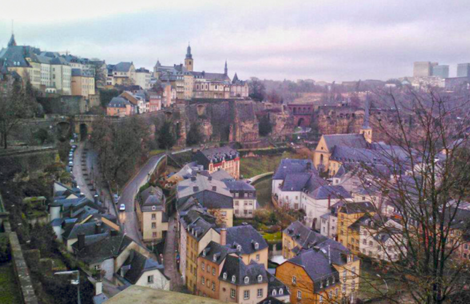 <p>Luxembourg residents are at risk of death due to harmful behaviours like smoking and drinking. (Wikipedia) </p>