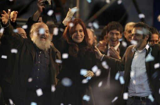During a gathering on Friday, Argentine President Cristina Kirchner (C) defended the expropriation of oil company YPF