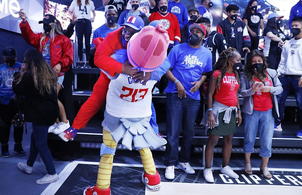 Clippers mascot Chuck embraces superfan Clippers Darrell.