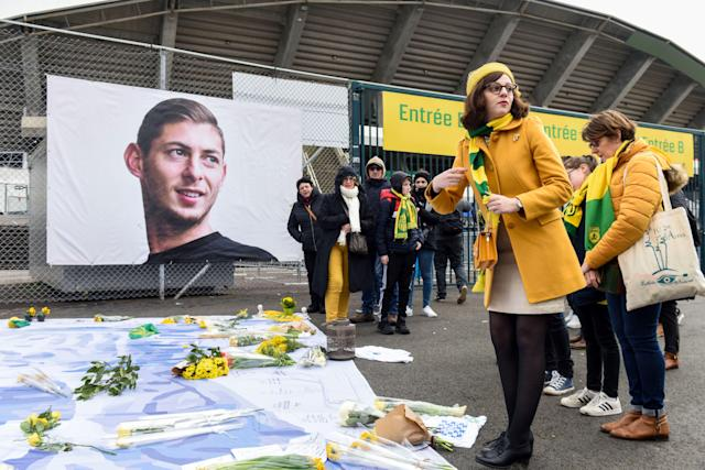 Fans pay tribute to Emiliano Sala, the Nantes and Cardiff City striker who died last January in a plane crash along with pilot David Ibbotson. (Photo by SEBASTIEN SALOM-GOMIS/AFP via Getty Images)