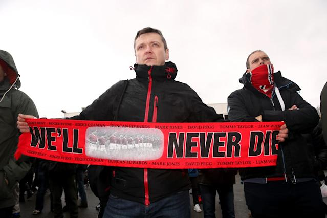 <p>Manchester United fans remember those killed in the Munich air crash in 1958</p>