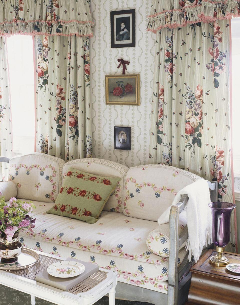 """<p>The 80s <em>loved</em> florals, and that meant putting the pattern on just about everything. In modern design, florals are more thoughtfully used as <a href=""""https://www.elledecor.com/design-decorate/house-interiors/a9257/colorful-soho-apartment/"""" rel=""""nofollow noopener"""" target=""""_blank"""" data-ylk=""""slk:accent patterns"""" class=""""link rapid-noclick-resp"""">accent patterns</a>. </p>"""