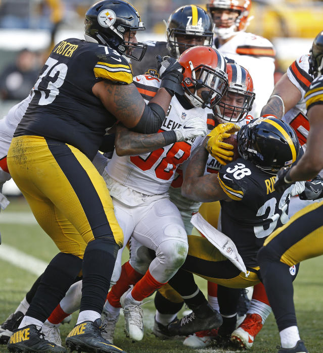 <p>Pittsburgh Steelers running back Stevan Ridley (38) backs into the end zone for a touchdown during the first half of an NFL football game in Pittsburgh, Sunday, Dec. 31, 2017. (AP Photo/Keith Srakocic) </p>