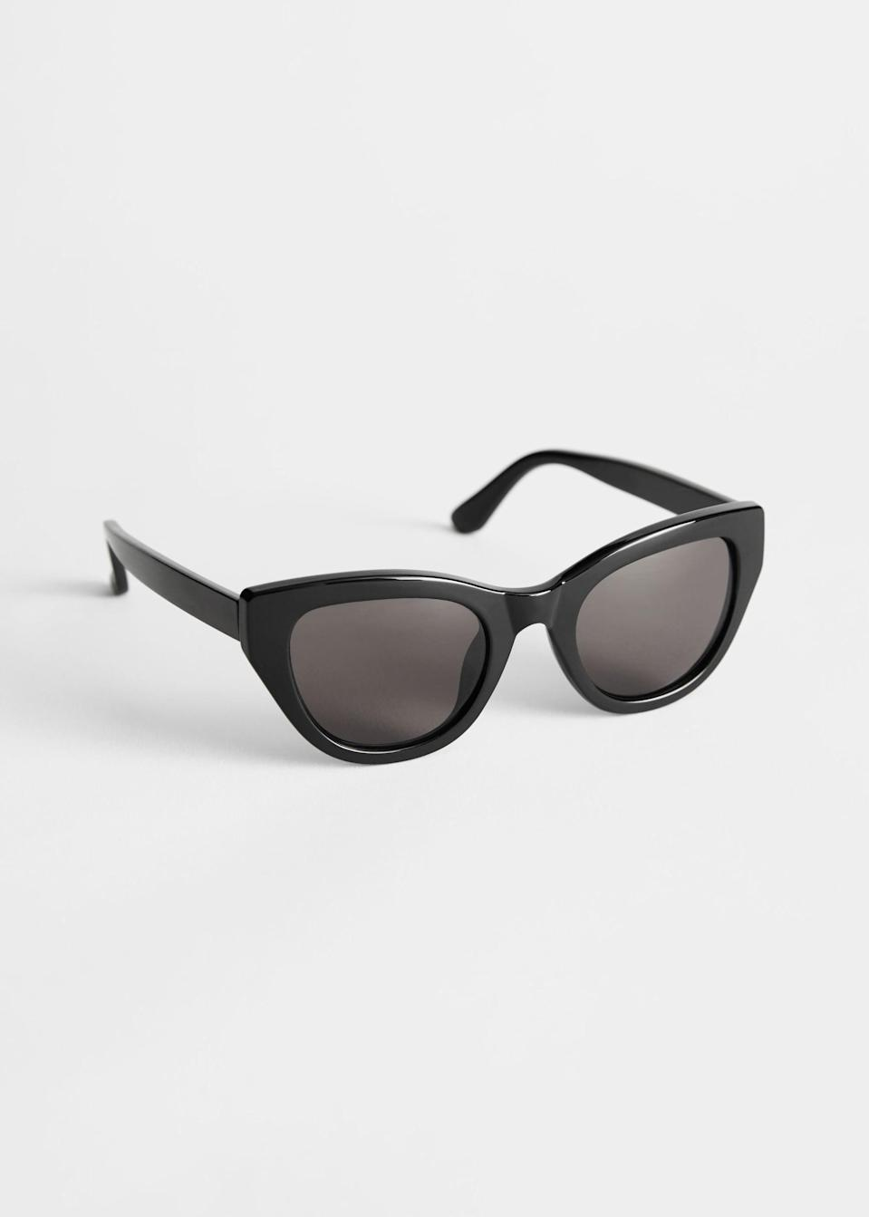 <p><span>& Other Stories Cat Eye Sunglasses in Black</span> ($19)</p>