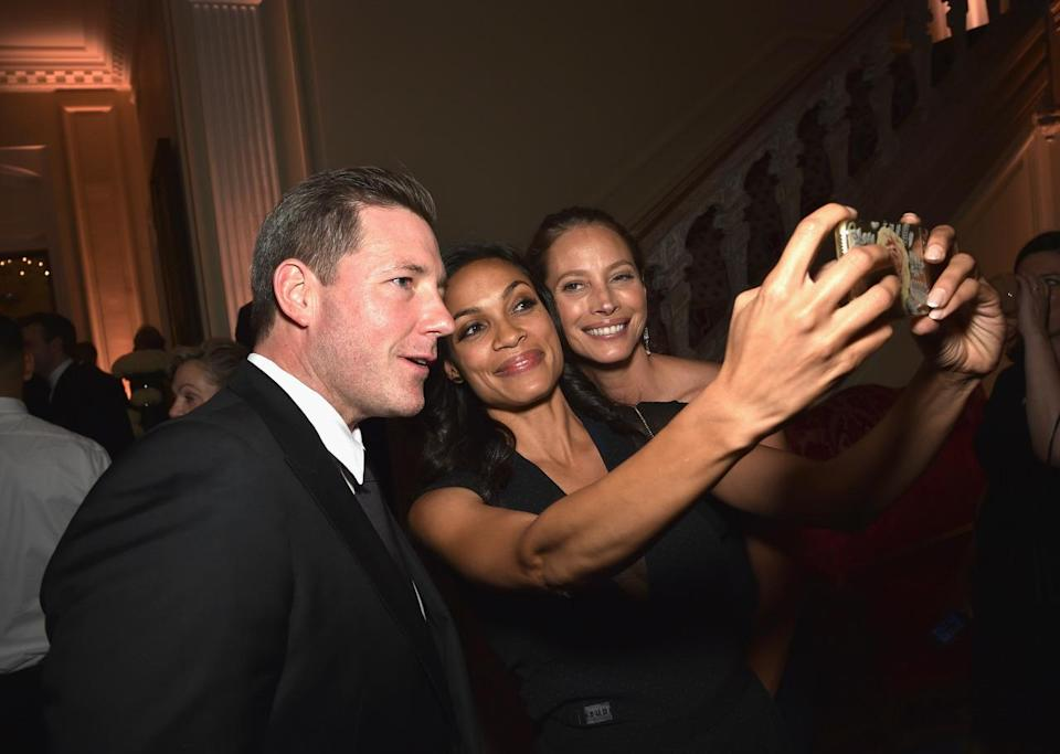 <p>Edward Burns, Christy Turlington and Rosario Dawson attend the Bloomberg & Vanity Fair cocktail reception following the White House Correspondents' Dinner, April 30.<i> (Photo: Dimitrios Kambouris/VF16/WireImage)</i></p>