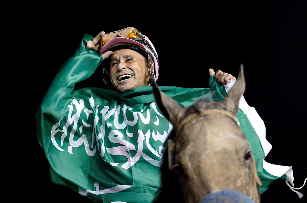 <p>Mike Smith riding Arrogate celebrates after winning the ninth and final race at the Dubai World Cup on March 25, 2017. (Photo: Stringer/Reuters) </p>