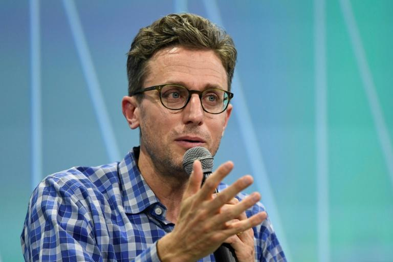Buzzfeed CEO Jonah Peretti will be back in charge of HuffPost, which he co-founded, in a tie-up between the two digital media rivals