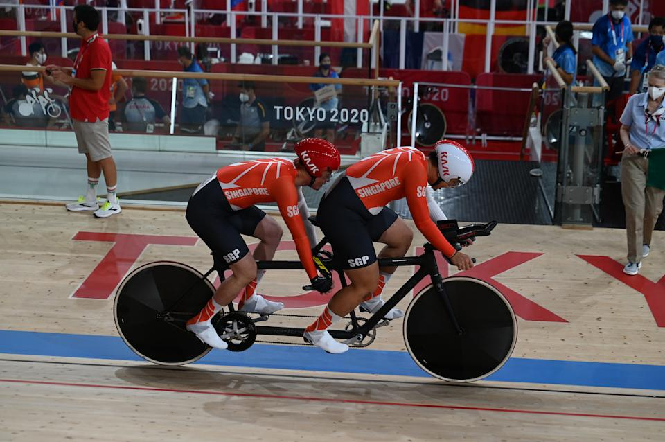 Singapore cyclists Steve Tee and his pilot Ang Kee Meng compete in the men's 4,000m individual pursuit (Class B) event at the 2020 Tokyo Paralympic. (PHOTO: Sport Singapore)