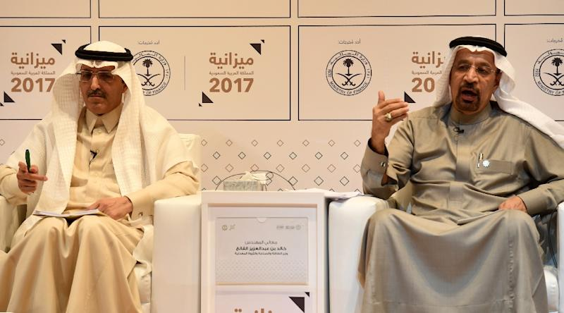 Saudi Finance Minister Mohammed Al-Jadaan (L) and Minister of Energy, Industrial and Mineral Resources Khalid Al-Falih (R) give a joint press conference to unveil the country's national budget for 2017 on December 22, 2016 in Riyadh (AFP Photo/FAYEZ NURELDINE)