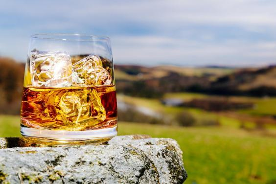 Treat your dad to a dram in the beautiful Scottish countryside (istock)
