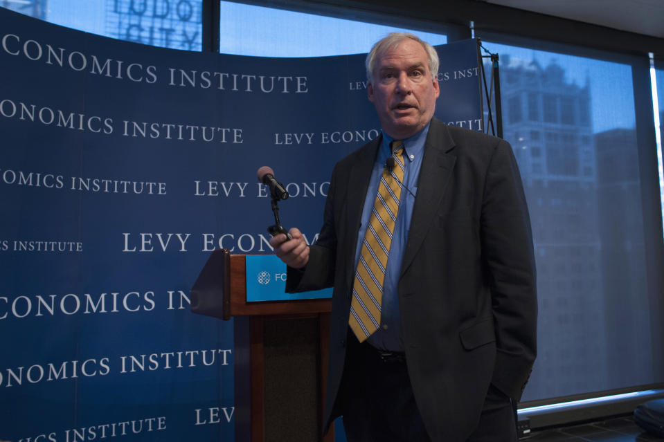 """The Federal Reserve Bank of Boston's President and CEO Eric S. Rosengren speaks during the """"Hyman P. Minsky Conference on the State of the U.S. and World Economies,"""" in New York, April 17, 2013. REUTERS/Keith Bedford (UNITED STATES - Tags: BUSINESS POLITICS)"""