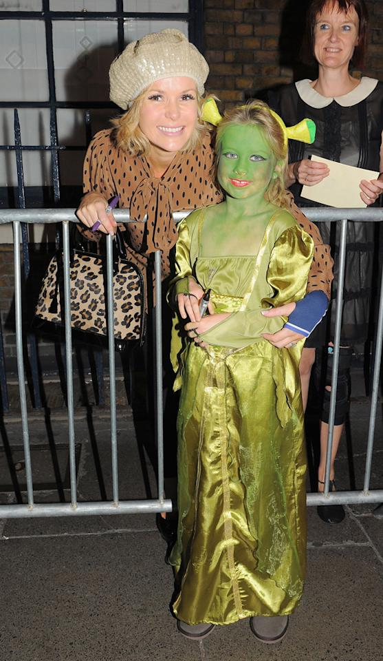 Amanda Holden posed with a fan outside the theatre where she's playing Princess Fiona in Shrek: The Musical. How cute!