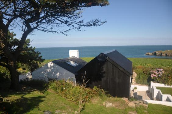 Situated on the Pembrokeshire coast, The Cable Hut is a perfect getaway for two (The Cable Hut)