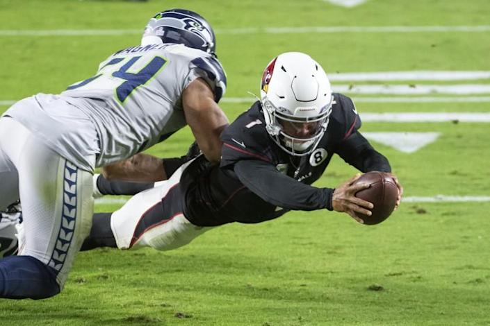 Arizona Cardinals quarterback Kyler Murray (1) dives in for a touchdown against Seattle Seahawks middle linebacker Bobby Wagner (54) during an NFL football game, Sunday, Oct. 25, 2020, in Glendale, Ariz. The Arizona Cardinals won in overtime. (AP Photo/Jennifer Stewart)