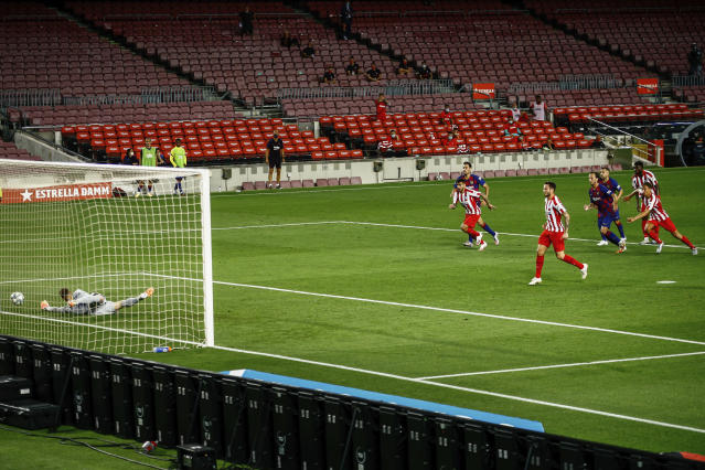 Atletico Madrid's Saul scores his side's second goal on a penalty kick during the Spanish La Liga soccer match between FC Barcelona and Atletico Madrid at the Camp Nou stadium in Barcelona, Spain, Tuesday, June 30, 2020. (AP Photo/Joan Monfort)