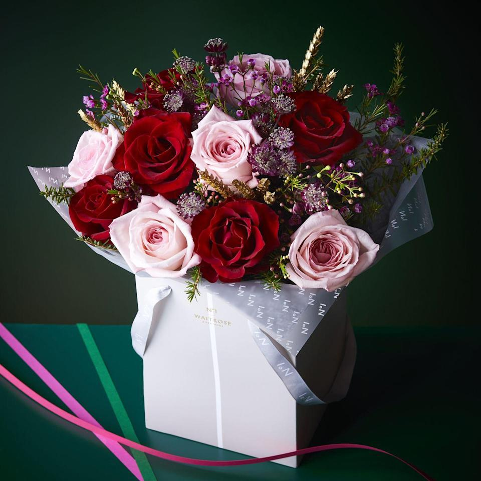 <p>Looking for a gift idea? This is a beautiful mix of scented, soft pink O'Hara roses and premium red roses with festive scented foliage, presented in a No.1 gift bag. It'd also make a wonderful coffee table centrepiece.</p>