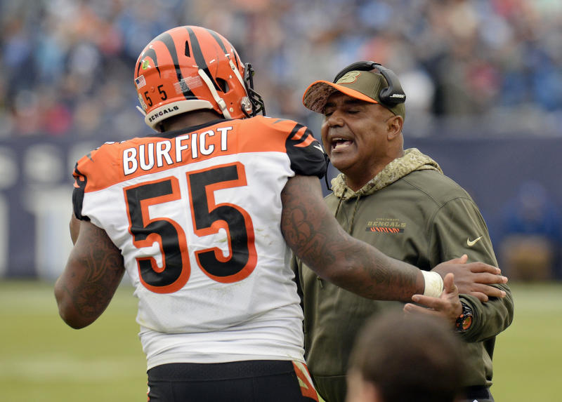 Bengals LB Vontaze Burfict ejected for contact with official