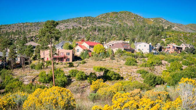 Photo of a residential neighborhood with large houses in Los Alamos, New Mexico, USA, on a clear blue sky day.