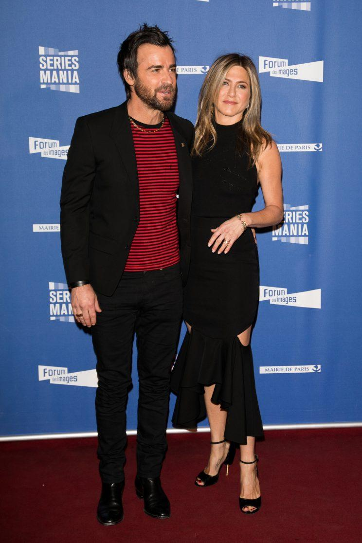 Justin Theroux and Jennifer Aniston attend the 'Series Mania Festival' opening night at Le Grand Rex on April 13, 2017 in Paris, France. (Photo: Getty Images)