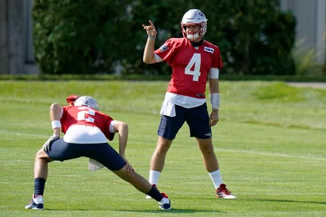 Belichick: Playing multiple QBs an option this season