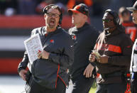 Cleveland Browns head coach Gregg Williams, left, yells instructions to players during the first half of an NFL football game against the Kansas City Chiefs, Sunday, Nov. 4, 2018, in Cleveland. (AP Photo/Ron Schwane)