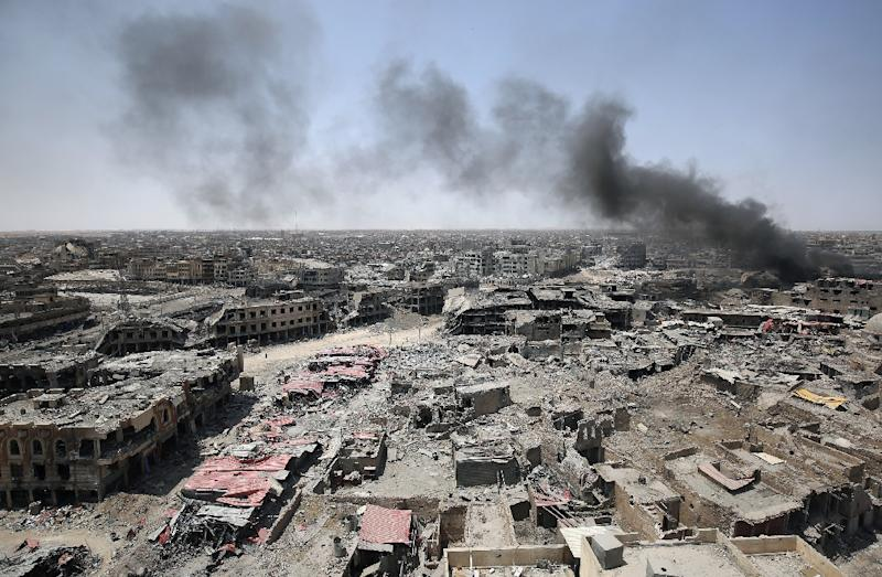 The unprecedented destruction in Mosul and the unstable security situation will delay the return home of hundreds of thousands of people who fled (AFP Photo/AHMAD AL-RUBAYE)