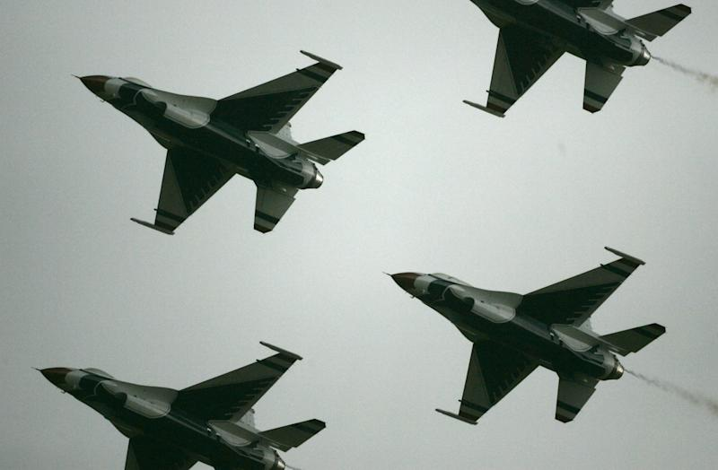 Ukraine Crisis: Obama Orders 12 F-16 Fighter Jets and 300 US Troops to Poland