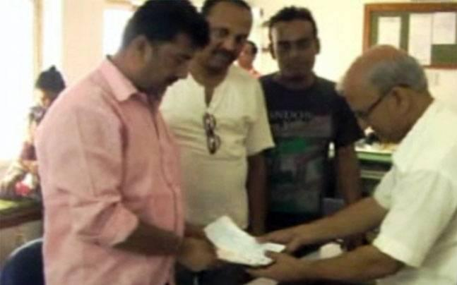 Bengal: Good samaritan returns unclaimed bag containing blank cheques worth Rs 20 lakh