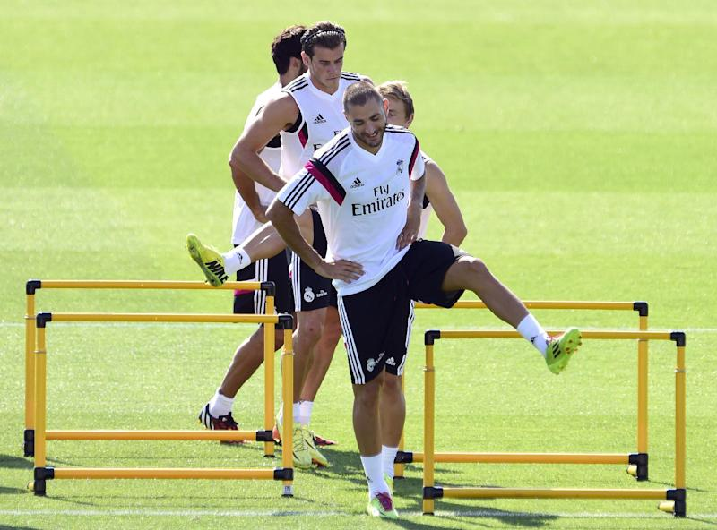 Real Madrid's Karim Benzema and Gareth Bale (L) take part in a training session at the Valdebebas training ground in Madrid on August 5, 2014 (AFP Photo/Gerard Julien)